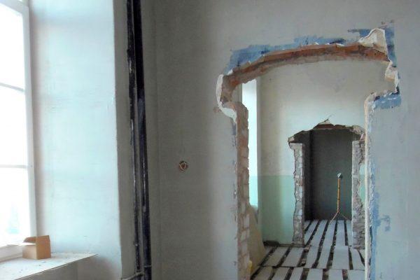 Atrastos užmūrytos durų angos.
