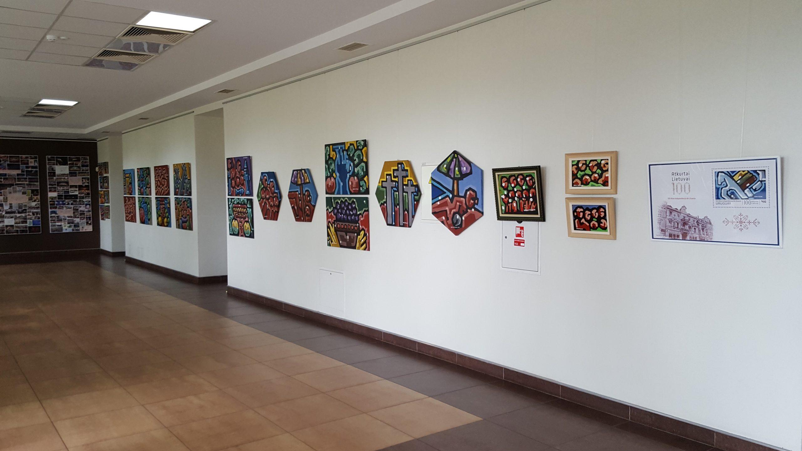 """2020-05-20 Tauragės kultūros rūmuose – tapybos ekspozicija """"Trilogija"""""""