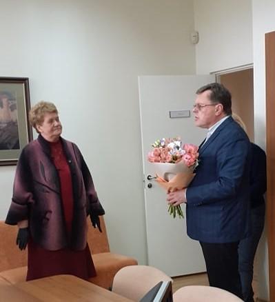 2020-05-14 Pasveikinta gražų jubiliejų švenčianti chorvedė Danutė Petraitienė