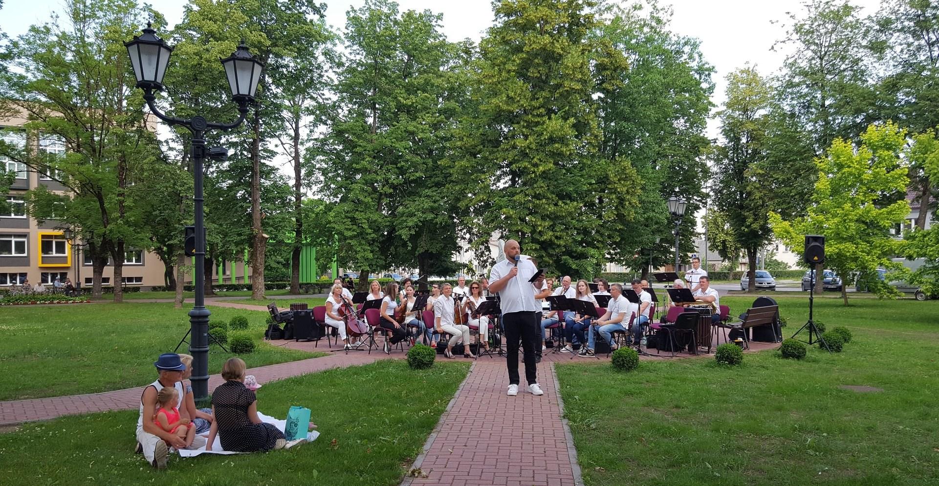 2020-06-26 Vasaros piknike su orkestru – skambi muzika ir gera nuotaika