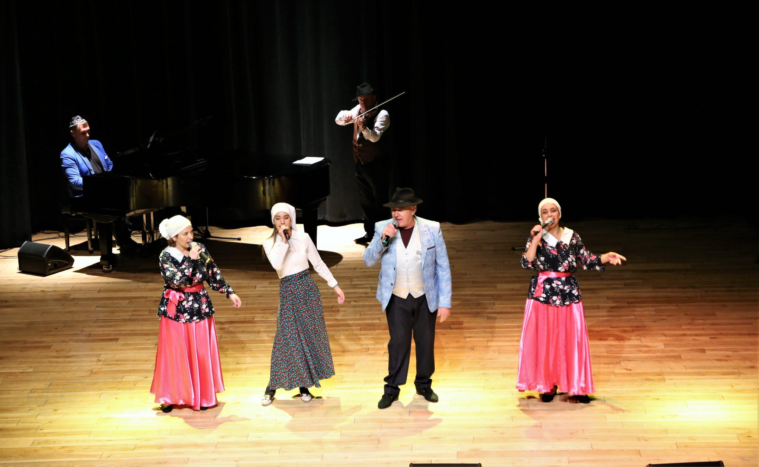 "2020-09-20 Tauragėje – spalvinga ansamblio "" Fajerlech"" programa"