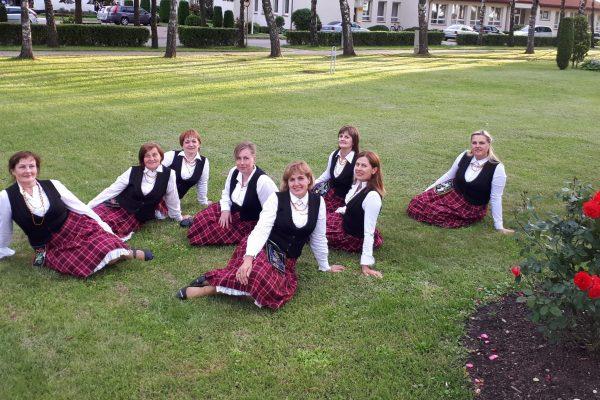 moterų šokių grupė LAUKSTĖ 2