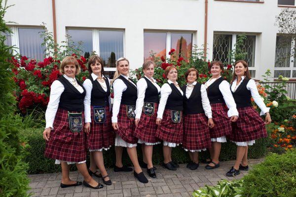 moterų šokių grupė LAUKSTĖ